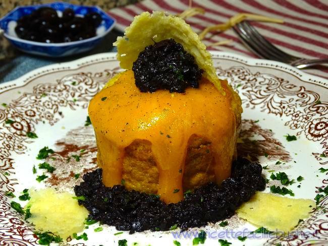 Sformato di formaggio e prosciutto con olive nere
