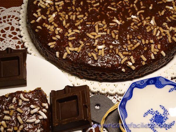 Torta al latte ricoperta di cioccolato