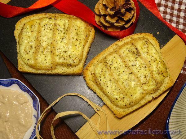 Bruschette con tonno e formaggio